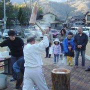 新春もちつき大会1【山梨の観光立ち寄り温泉−つむぎの湯】