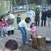 新春もちつき大会2【山梨の観光立ち寄り温泉−つむぎの湯】
