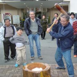 新春もちつき大会2【山梨の日帰り温泉つむぎの湯】